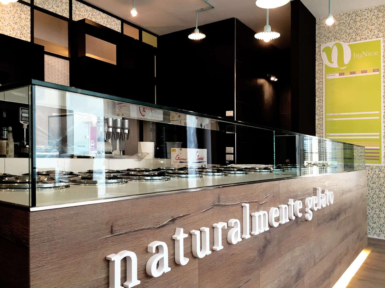 Gelateria by nice casette e arredi naturali in nome della naturalità